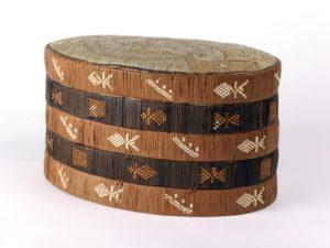 Box, unknown Mi'kmaq artist. Nova Scotia, Canada; late 1800s. Birchbark, dyed spruce root, dyed porcupine quills.